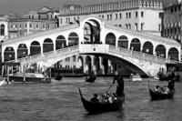Ponte di Rialto agondoly