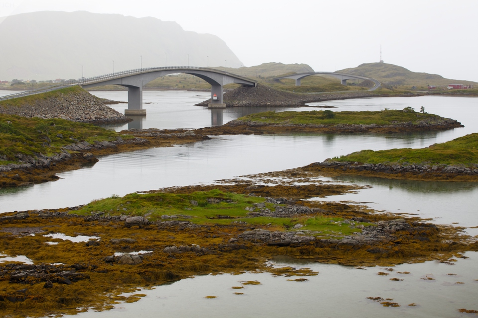 Mosty na ostrov Flakstadøya