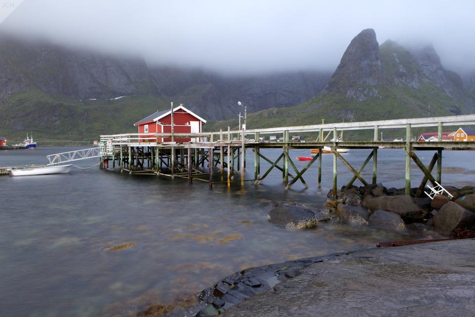 Molo srybářskou chatou