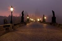 Svítání na mostě